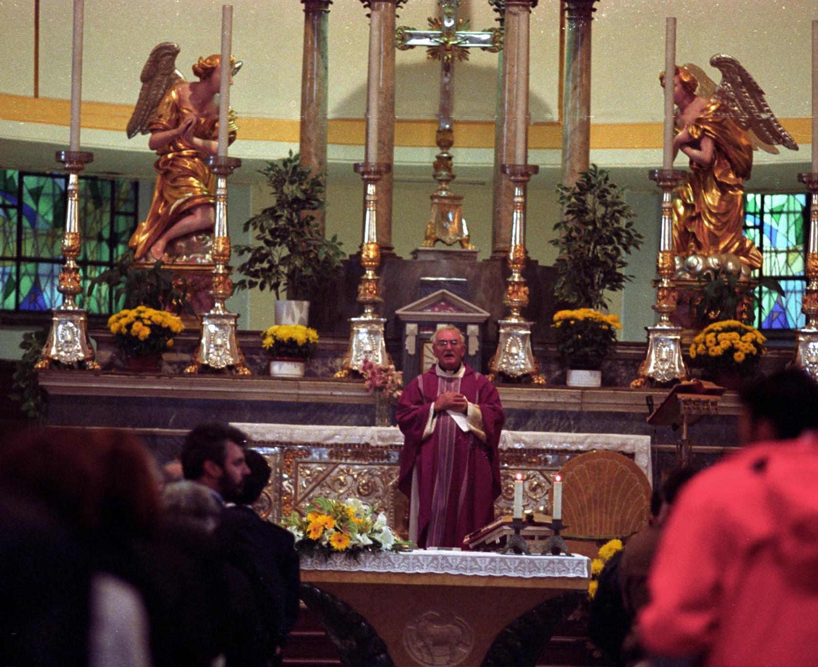 La messa in latino a genova un successo - Specchio dell amata parafrasi ...