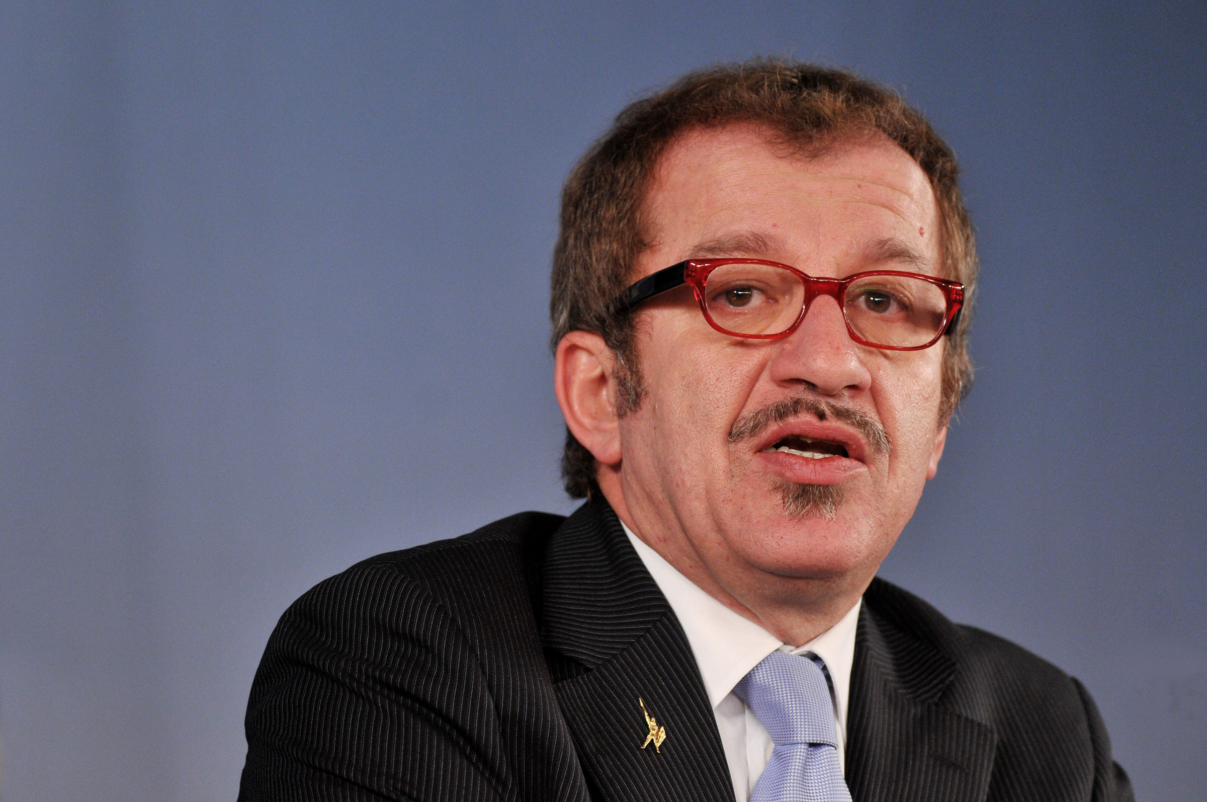 Maroni insiste tassa sul permesso di soggiorno il premier for Informazioni sul permesso di soggiorno
