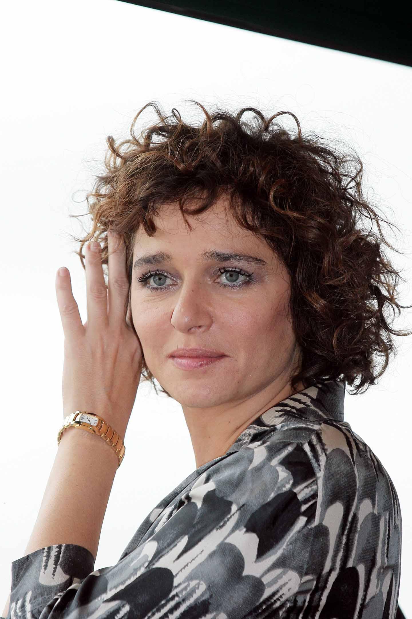 Valeria golino non esce la sera perch torna in carcere - Valeria allo specchio ...