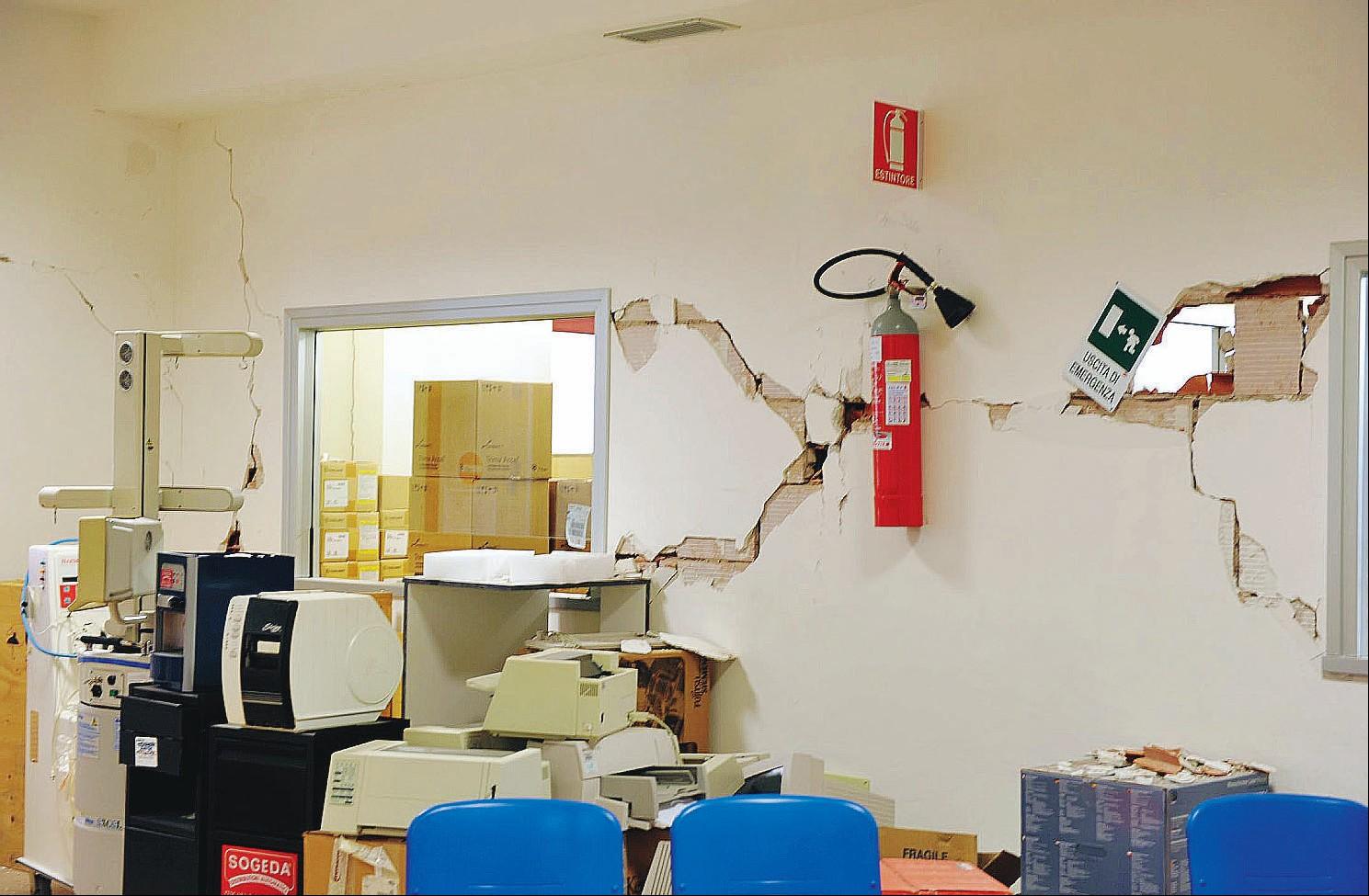 L ospedale crollato cost nove volte il previsto for Planimetrie di 2000 piedi quadrati una storia