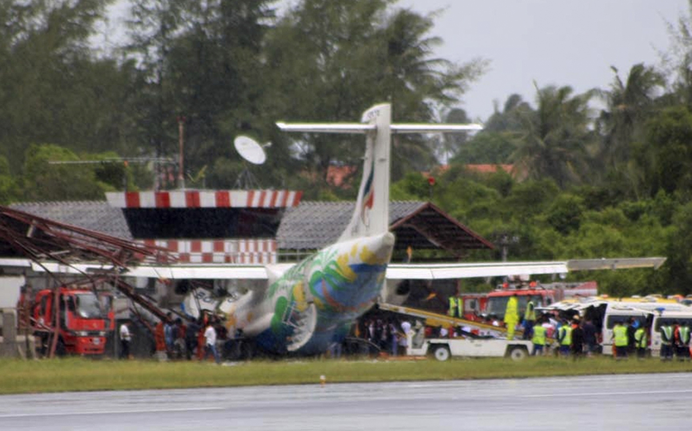 Aeroporto Koh Samui : Thailandia schianto aereo sull isola di koh samui tra i