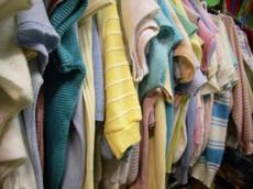 Il racket sul business dei vestiti usati 1f01805d77b