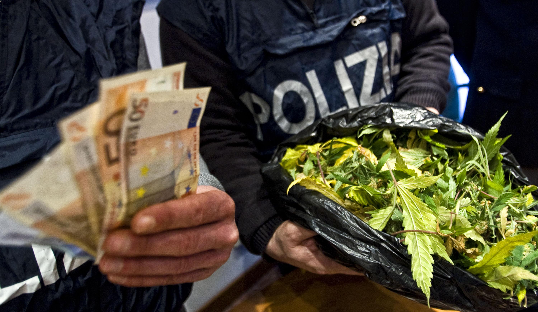 Rho 4 arresti per spaccio di droga nei boschi for Arresti a poggiomarino per droga