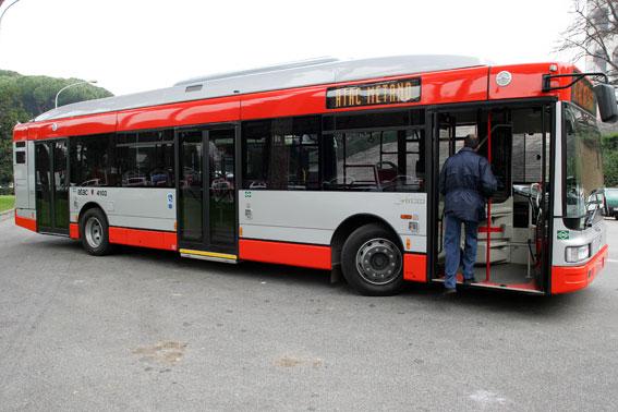 Roma rimprovera quattro bulli autista del bus preso a testate for Roma mobile atac