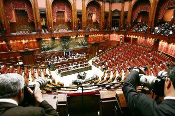 L 39 italia degli sprechi altro che sottosegretari for Numero senatori e deputati