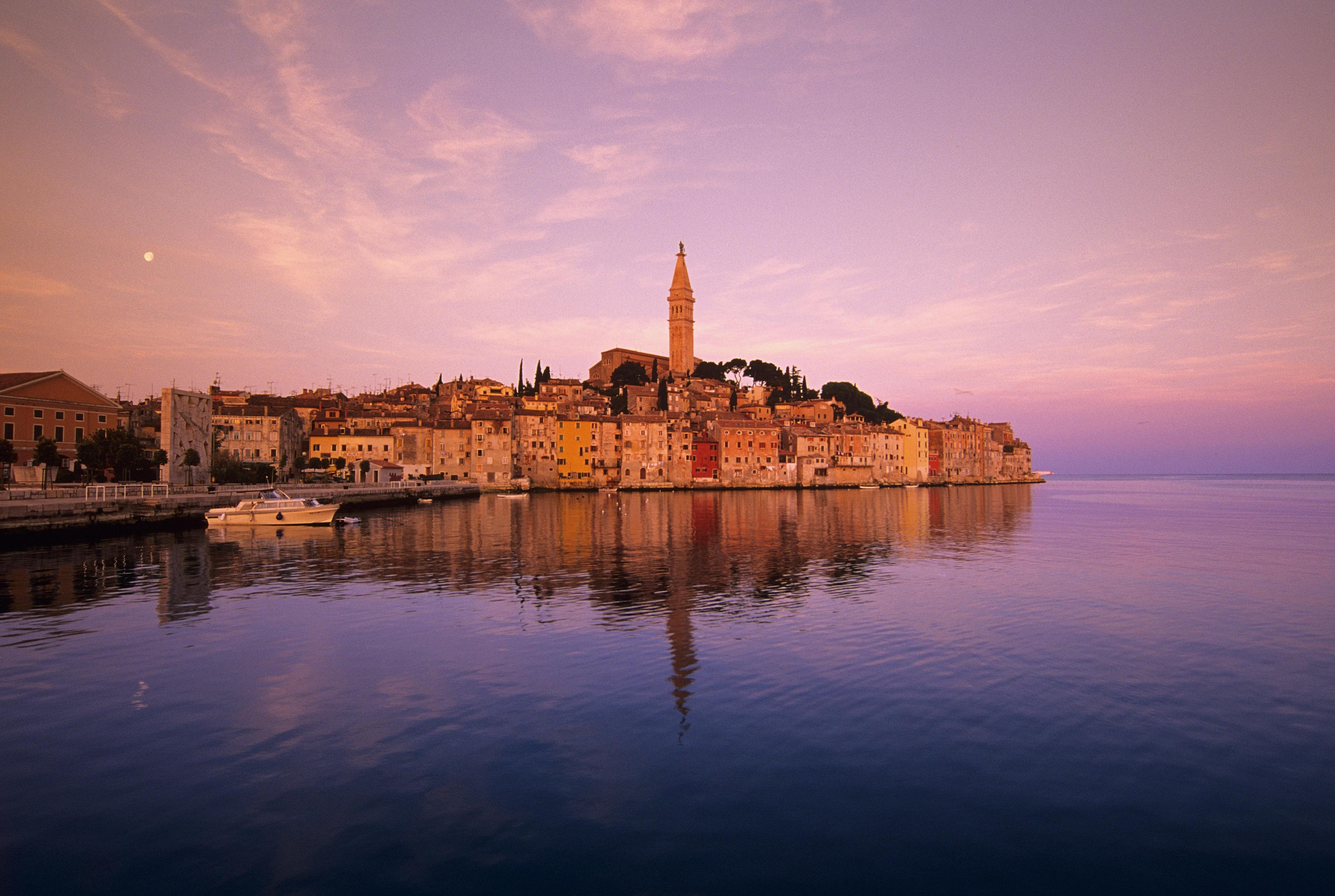 Rovigno la perla blu dell adriatico che unisce for Alberghi rovigno croazia