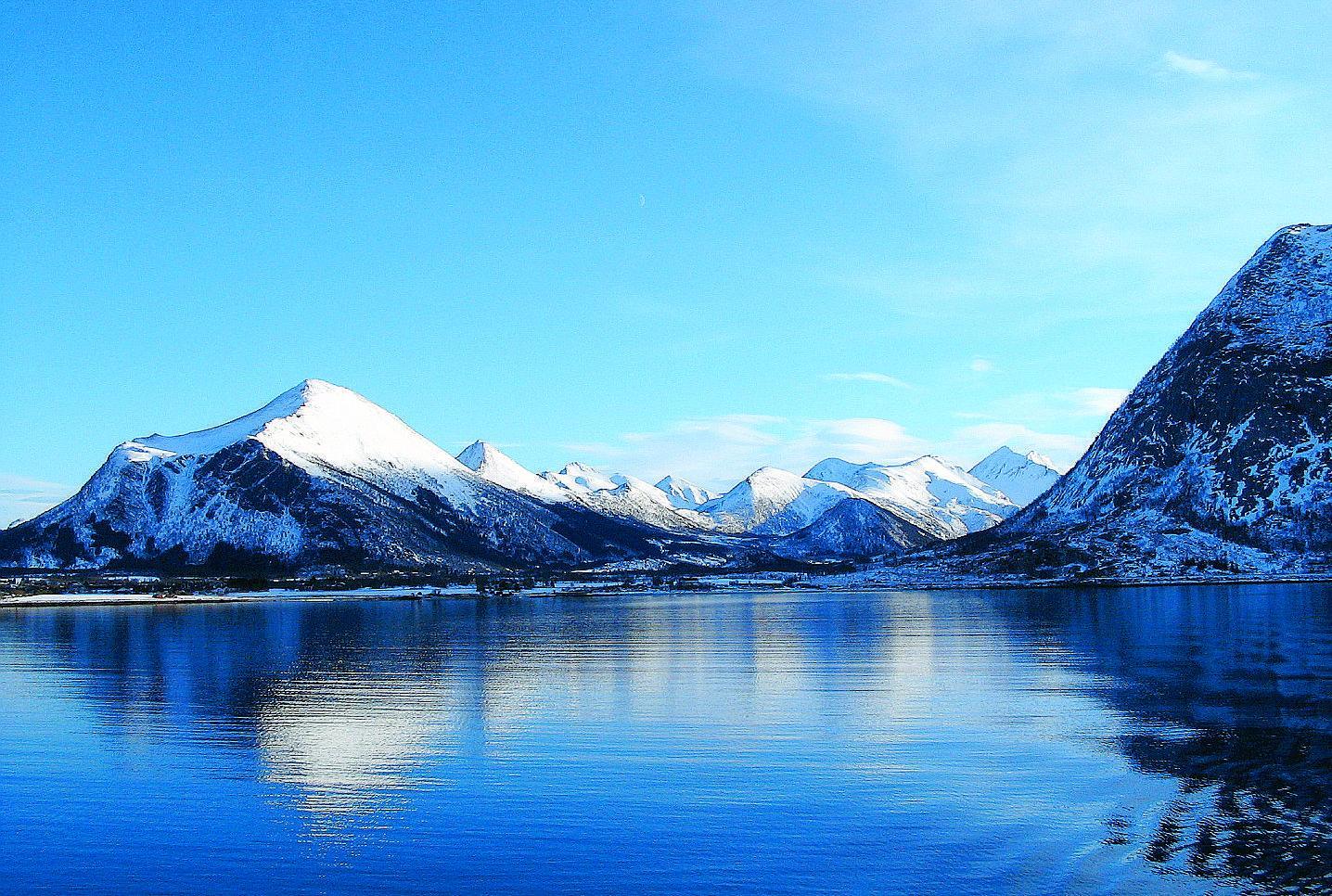 Molto Contrasti e panorami mozzafiato a cavallo del Circolo Polare Artico RE56