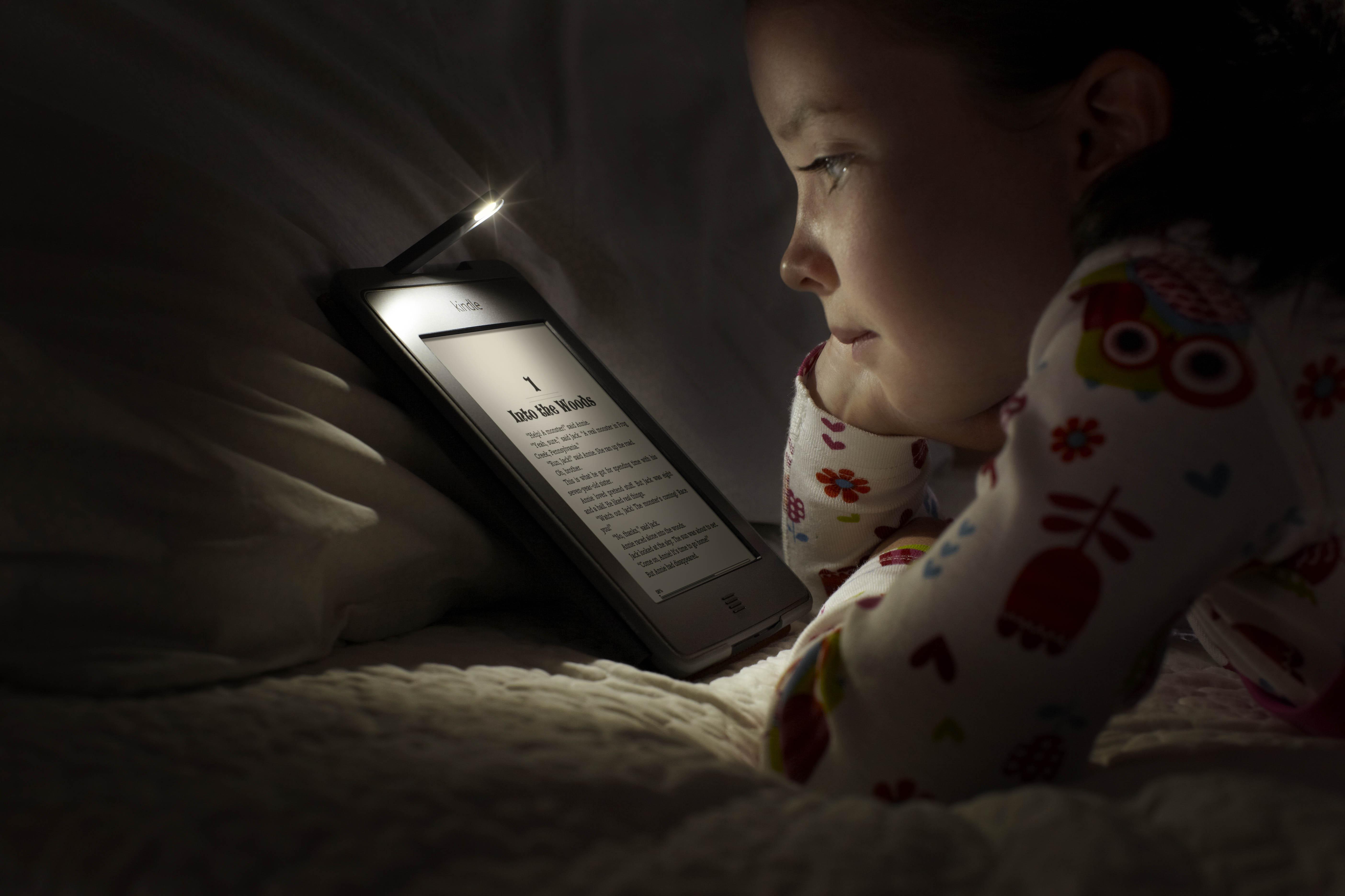 Image result for ребенок   смотрит планшет в кровати