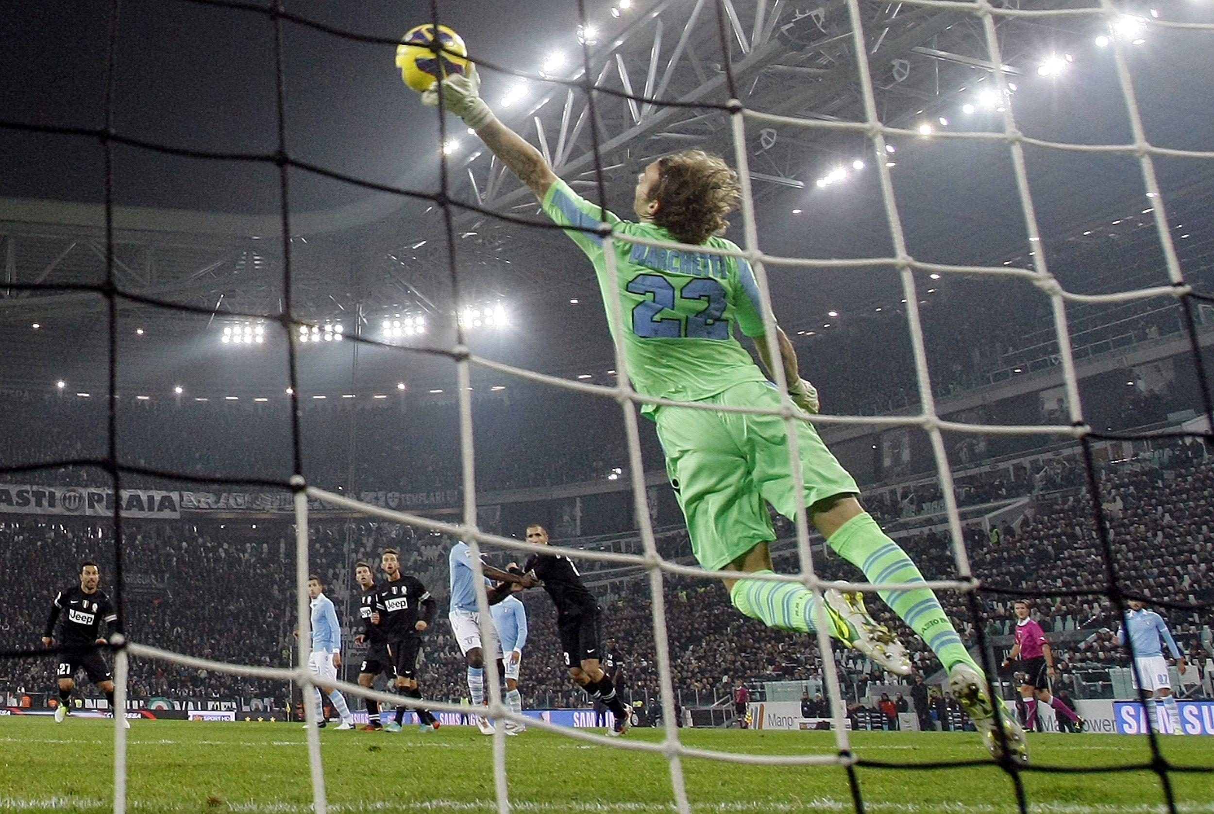 La Lazio ferma la Juventus: reti inviolate a Torino. E il Napoli spreca col Milan