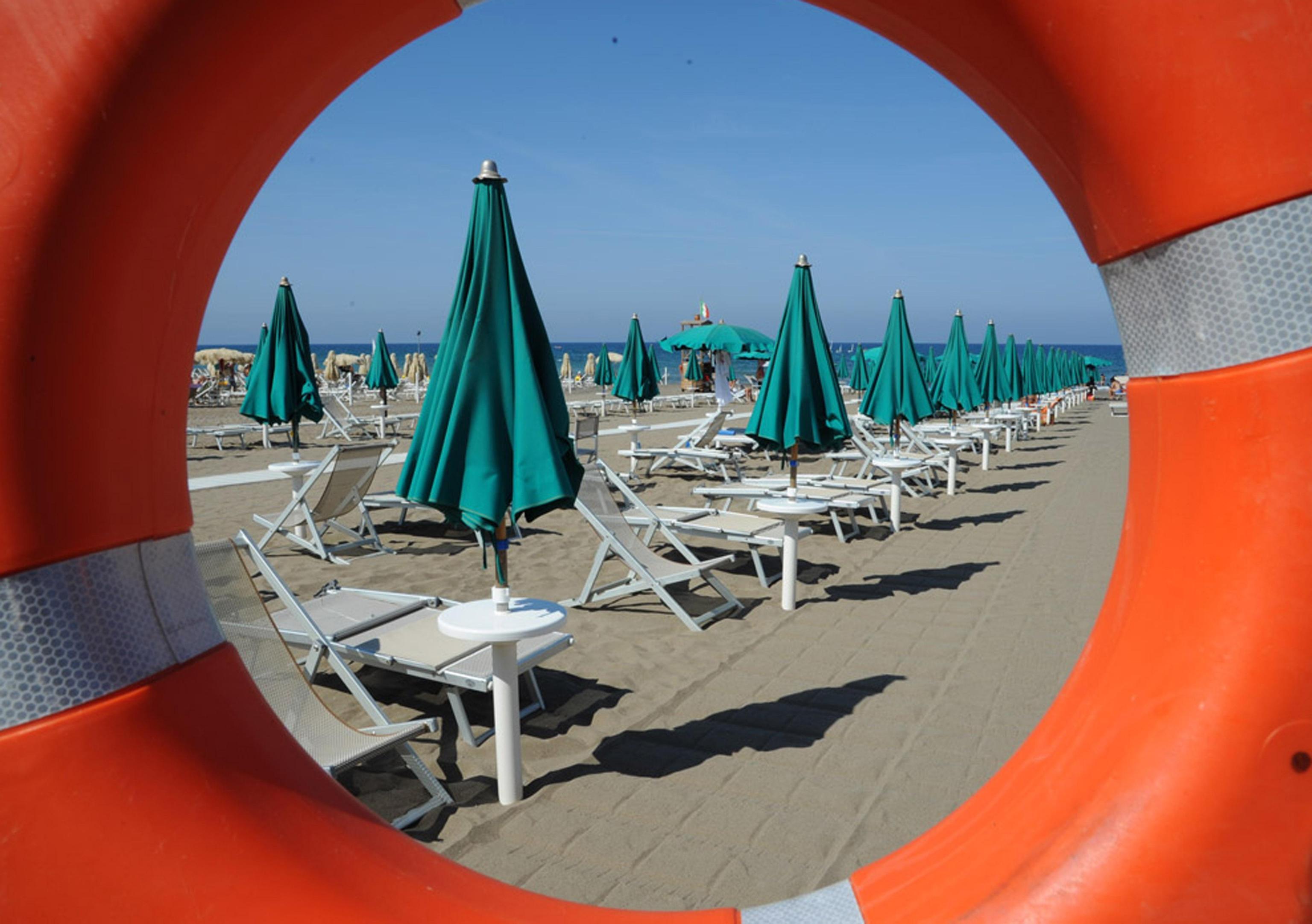 Spiagge governo battuto s alla proroga di 5 anni sulle - Porta ombrellone ...