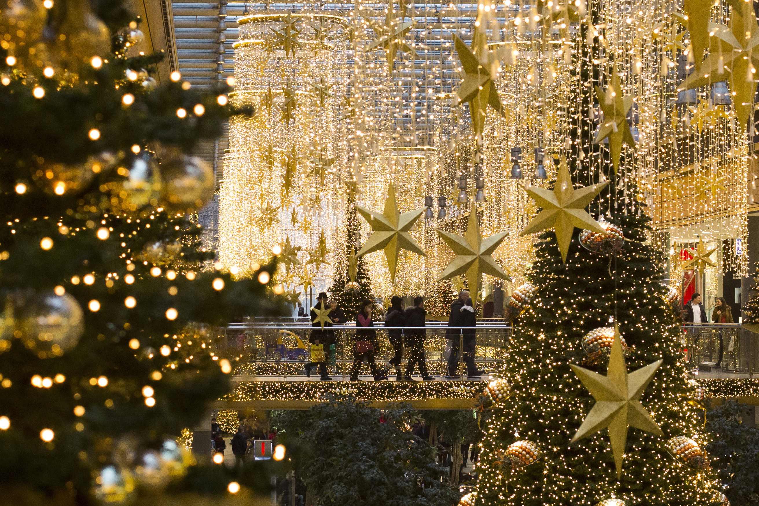 #B28519 Crisi Crollano I Consumi: è Il Peggior Natale Dal 2002  5939 Decoration De Noel Montreal 2623x1749 px @ aertt.com