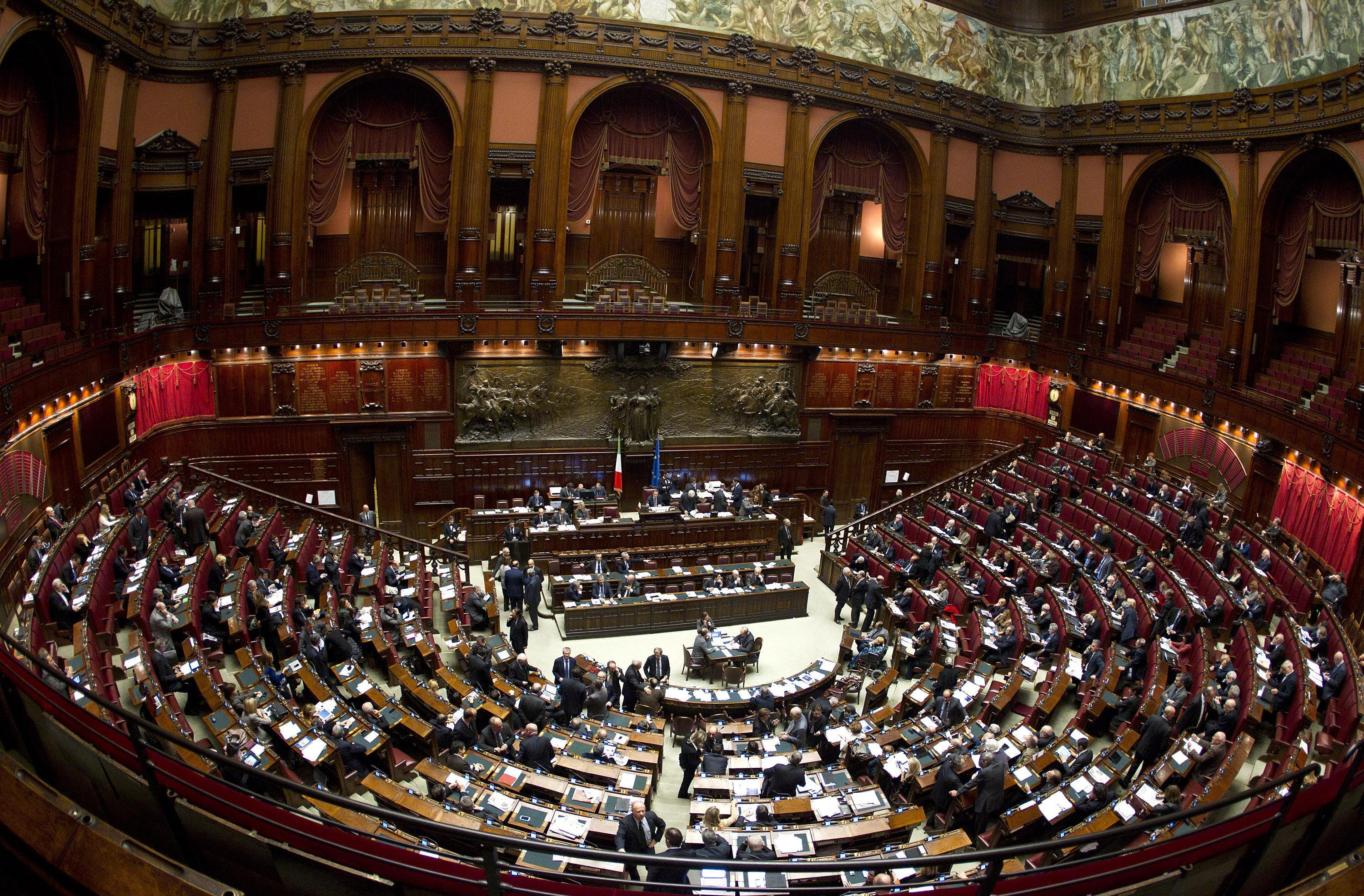 Dal tipo di governo alle presidenze di camera e senato for Camera e senato differenze