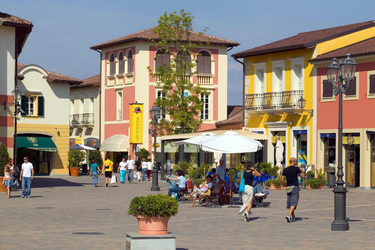 Serravalle all 39 outlet chiusi 4 negozi su 250 - Outlet del mobile milano ...