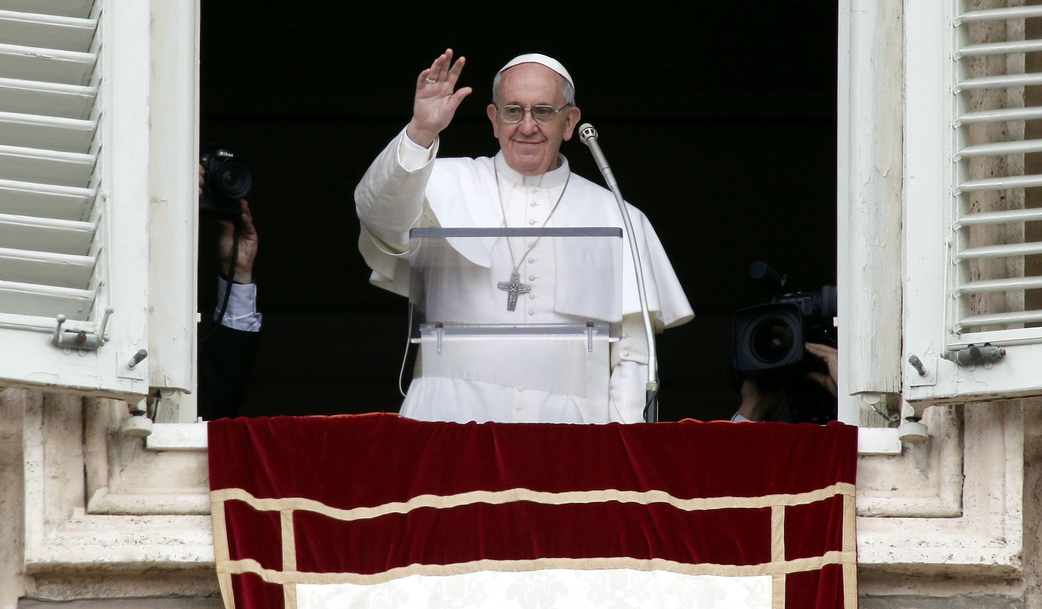 Se la barzellette piacciono solo perché a ridere è il Papa