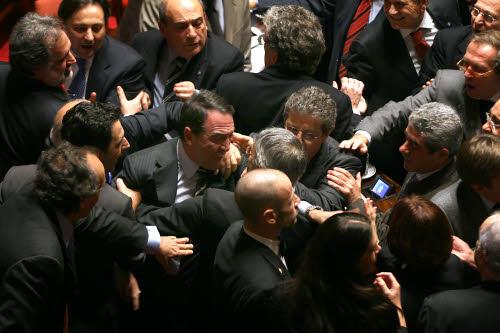 Dalle occupazioni alle risse fino alle proteste surreali for Storia del parlamento italiano
