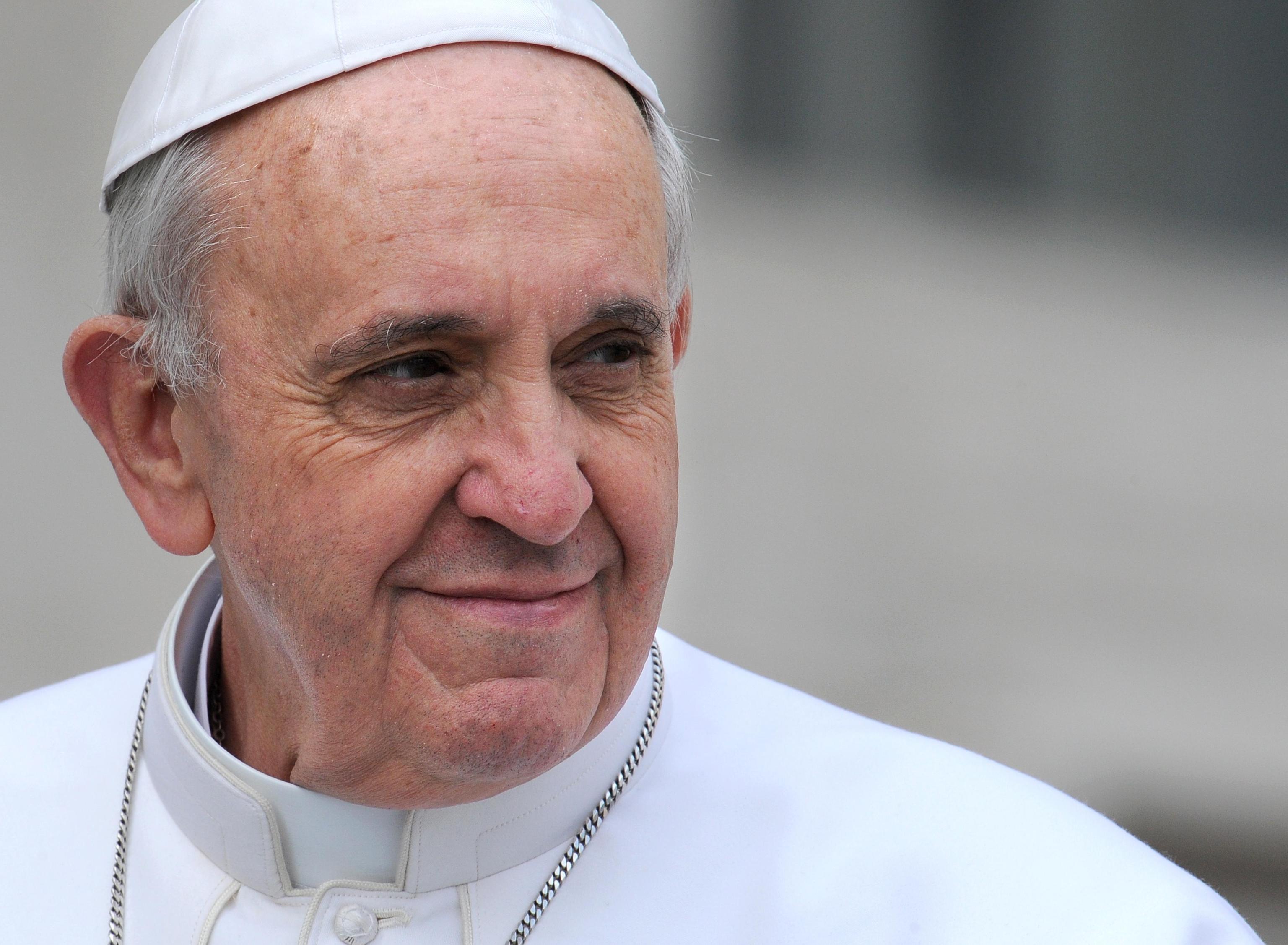 Papa francesco preghiamo per i cristiani perseguitati - Finestra del papa ...