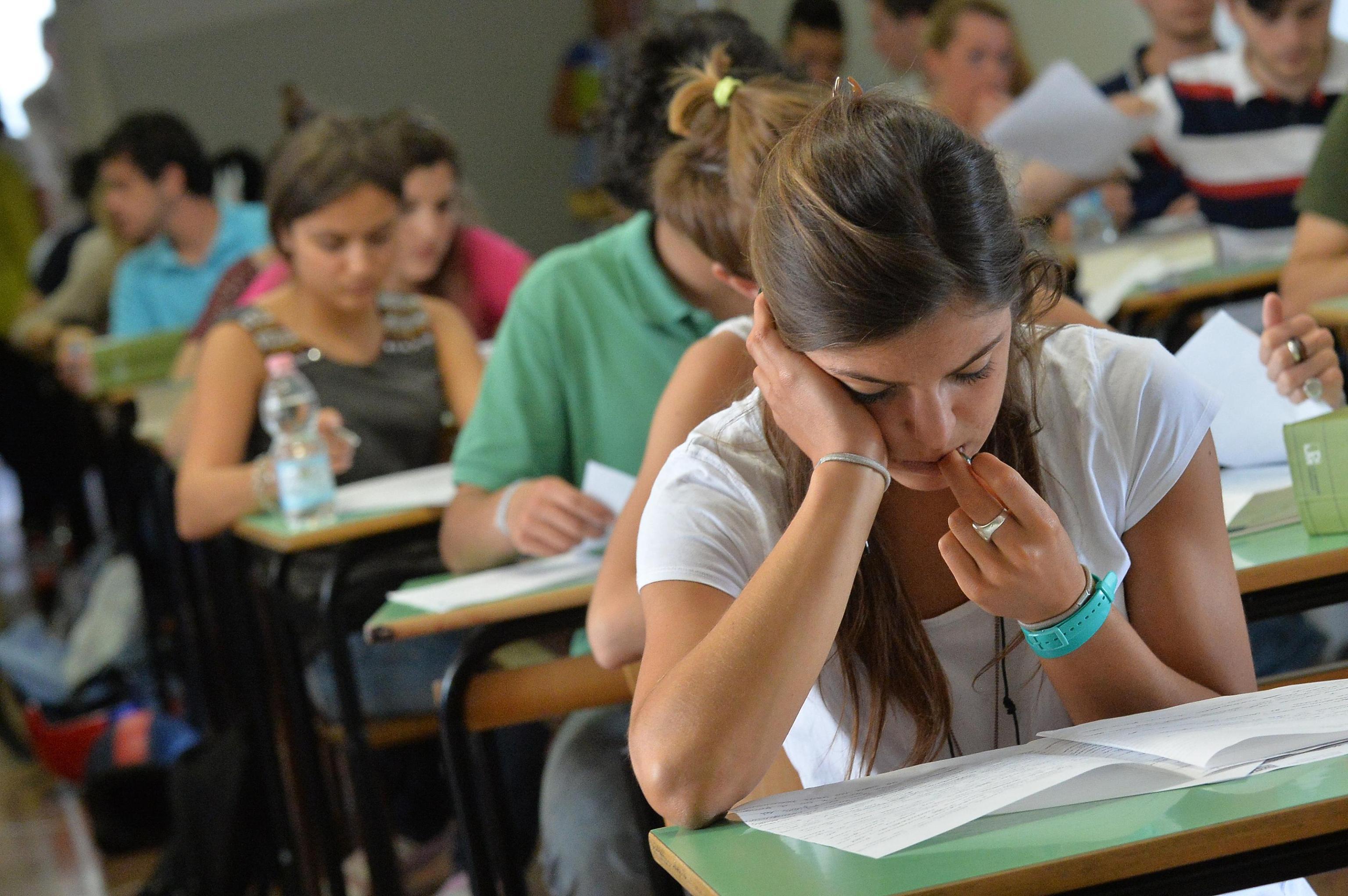 """Scuola Il Ministro Poletti Vuole Tagliare Le Vacanze """"Tre Mesi"""
