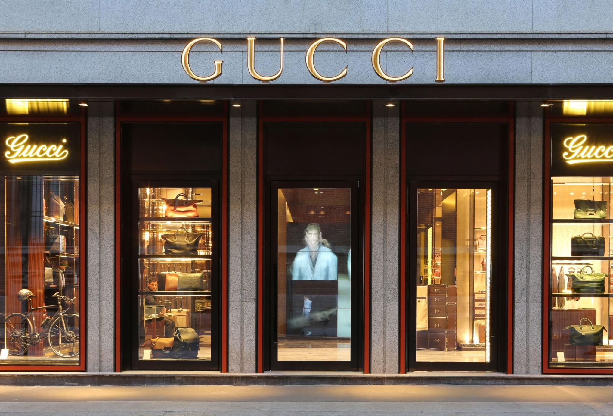 L 39 alta moda sfida la crisi e allarga il quadrilatero for Shop exterior design