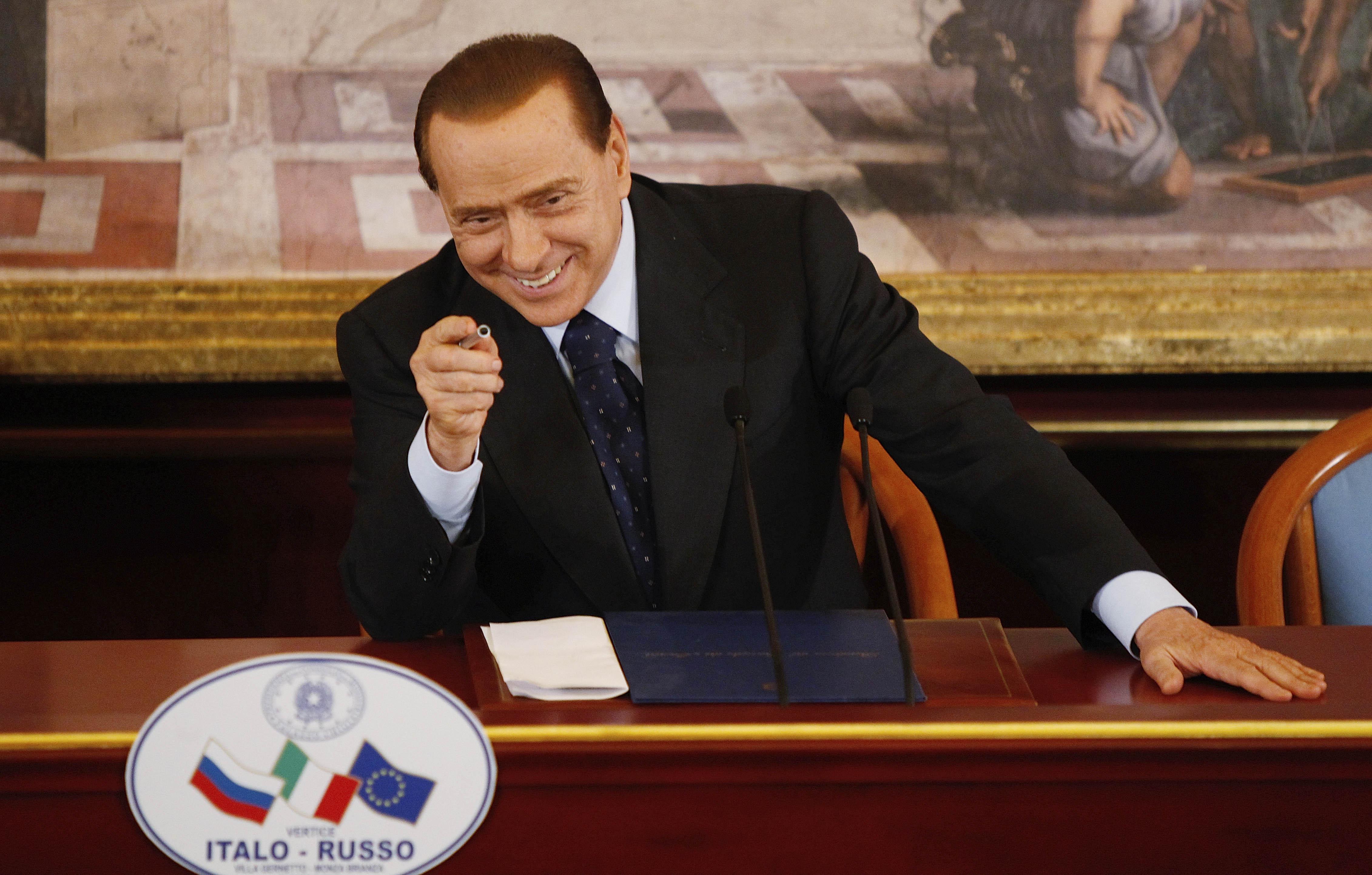 Berlusconi ai parlamentari del pdl serve unit non for Parlamentari pdl
