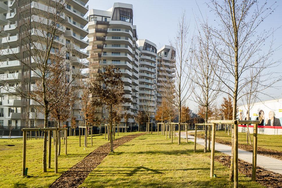 citylife diventa verde inaugurata la prima parte del parco. Black Bedroom Furniture Sets. Home Design Ideas