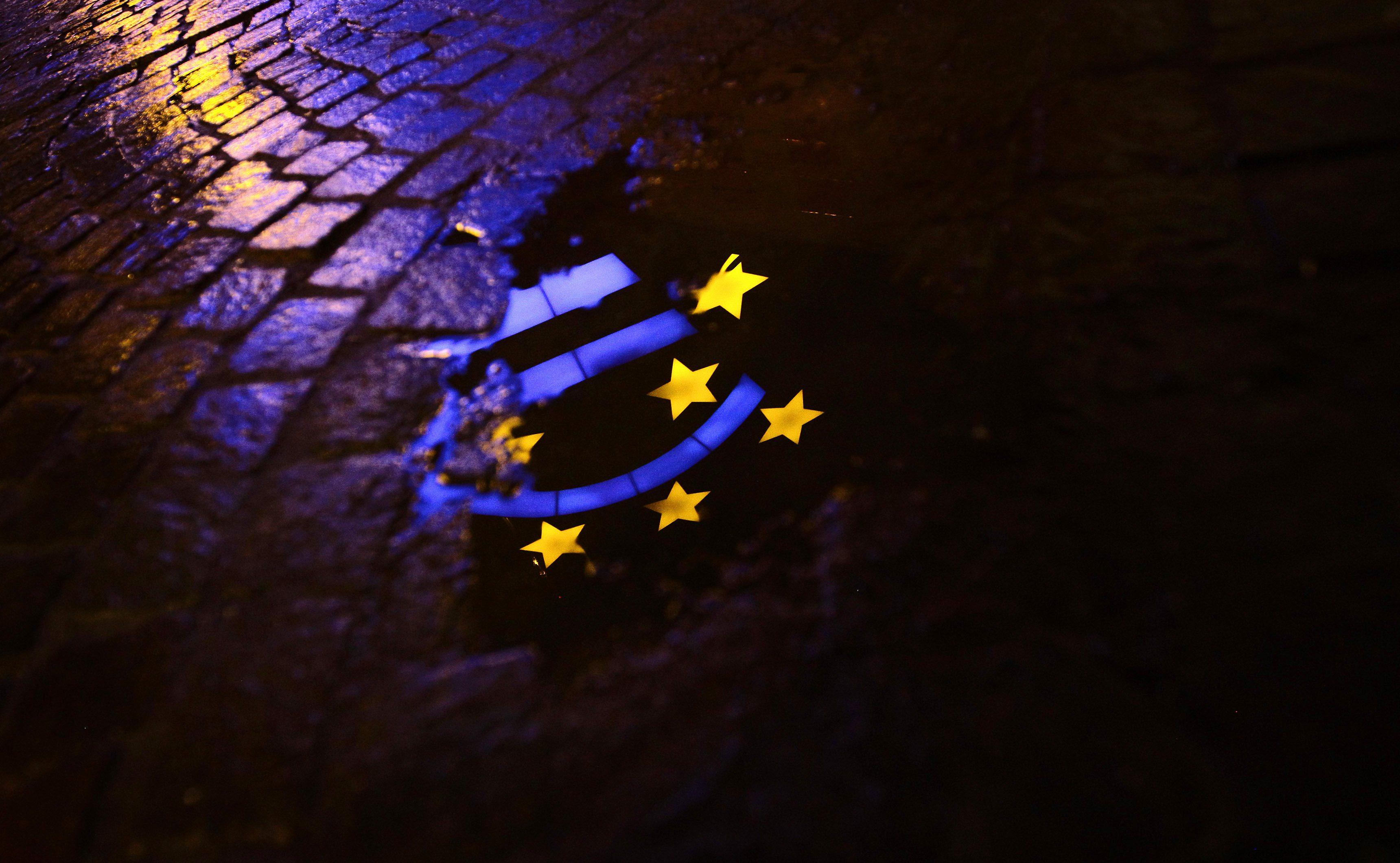 Risultati immagini per Italia rovinata dalla UE e dall'Euro
