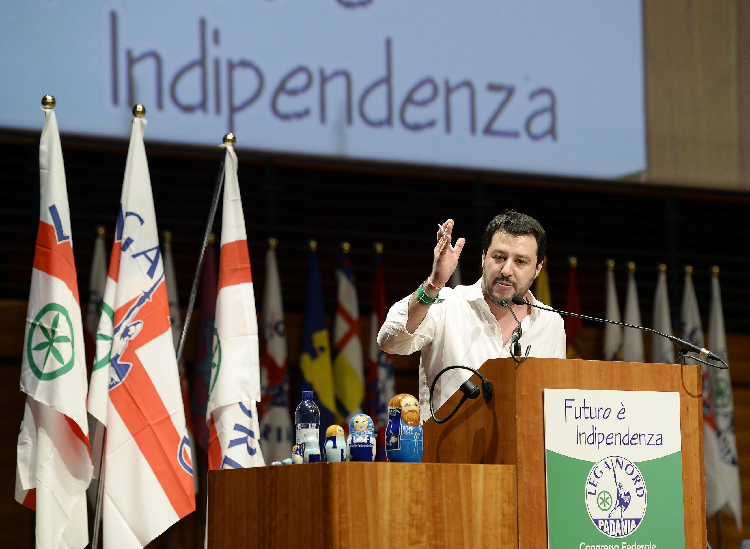 Bufera su Salvini: