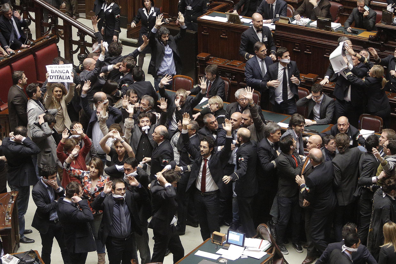 Risse show e occupazioni i grillini bloccano le riforme for Parlamento italiano storia