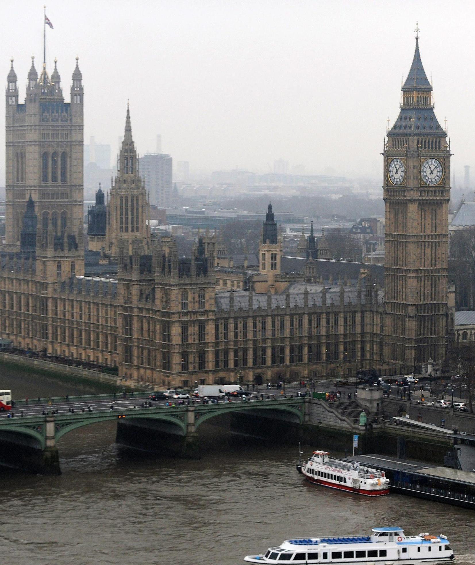 Per salvare il parlamento inglese ci vogliono dieci for Il parlamento