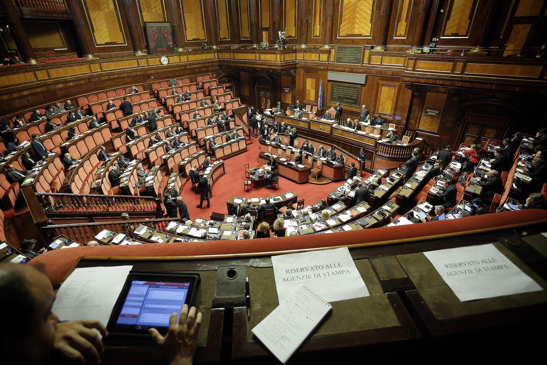 Il senato della repubblica vota la fiducia al governo di for Lavorare al senato della repubblica