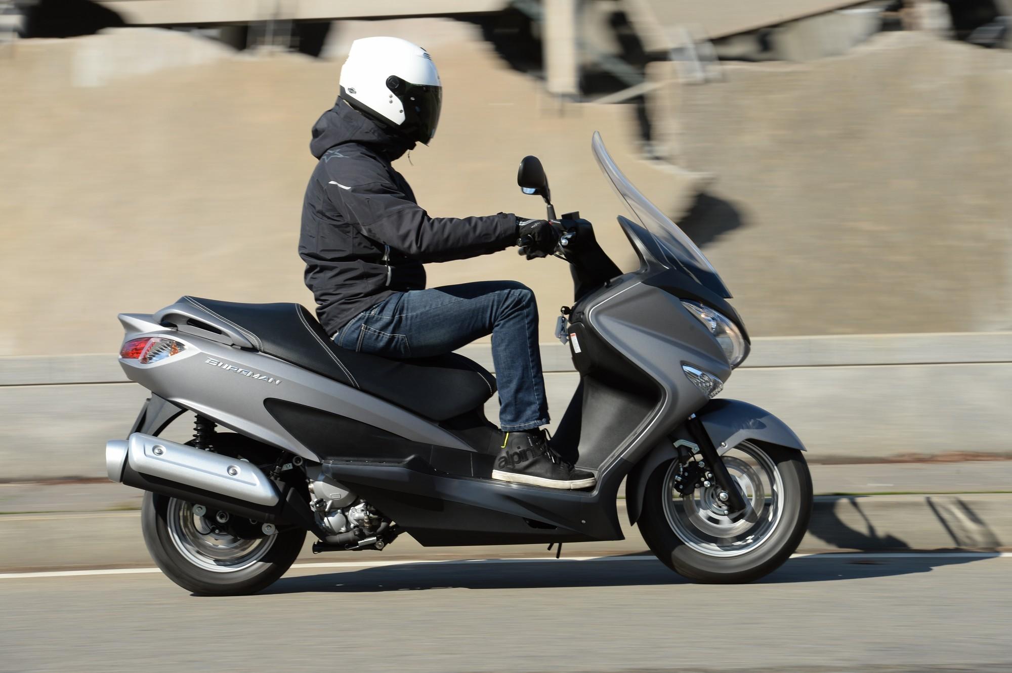 test scooter suzuki burgman 125 200 abs. Black Bedroom Furniture Sets. Home Design Ideas