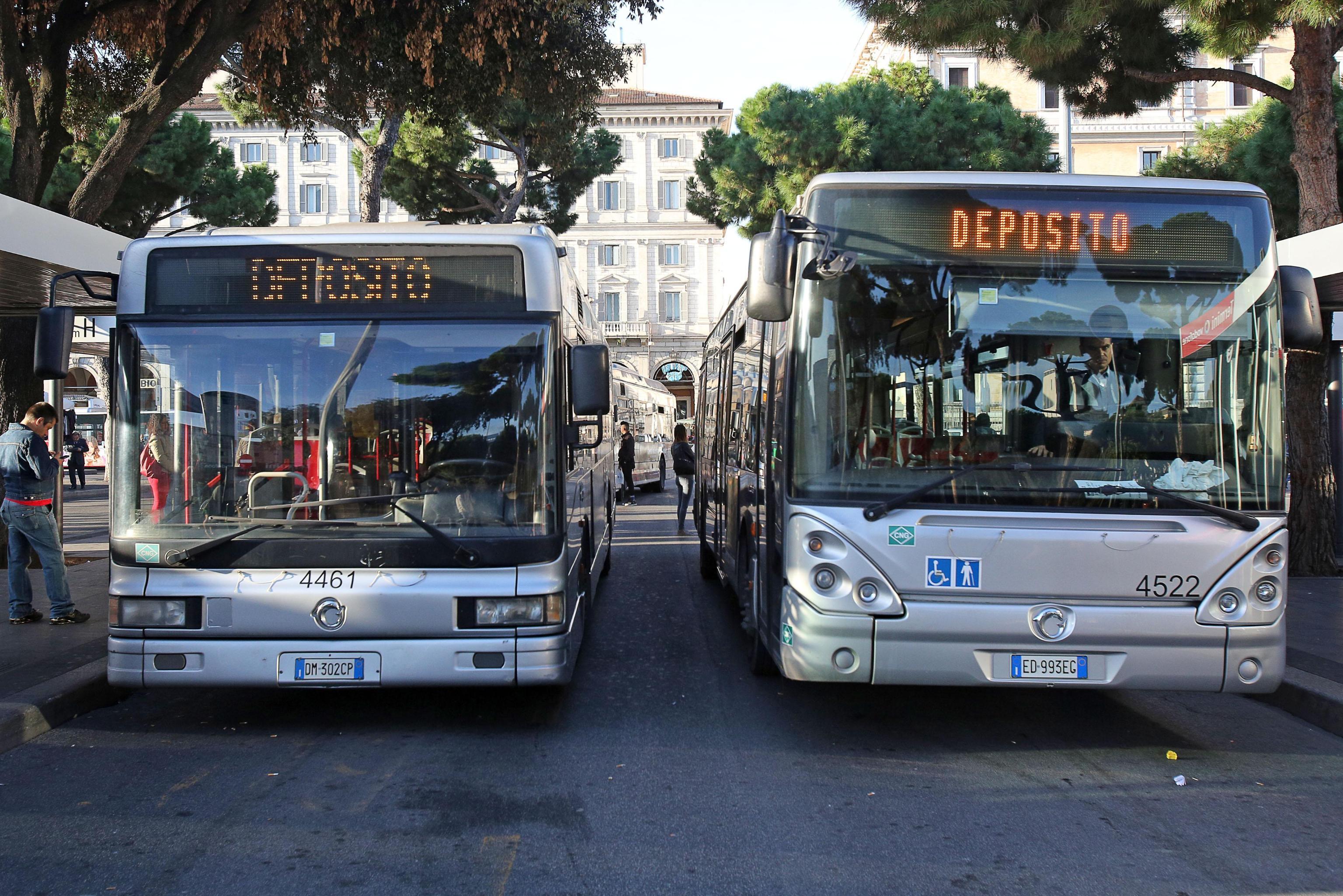 Scioperi selvaggi mezzi pubblici bloccati in tutta italia for Roma mobile atac
