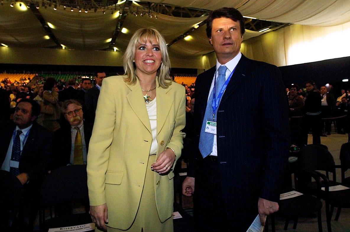 Matrimonio Di Romano Mussolini : Baby squillo mussolini quot non caccio di casa mio marito
