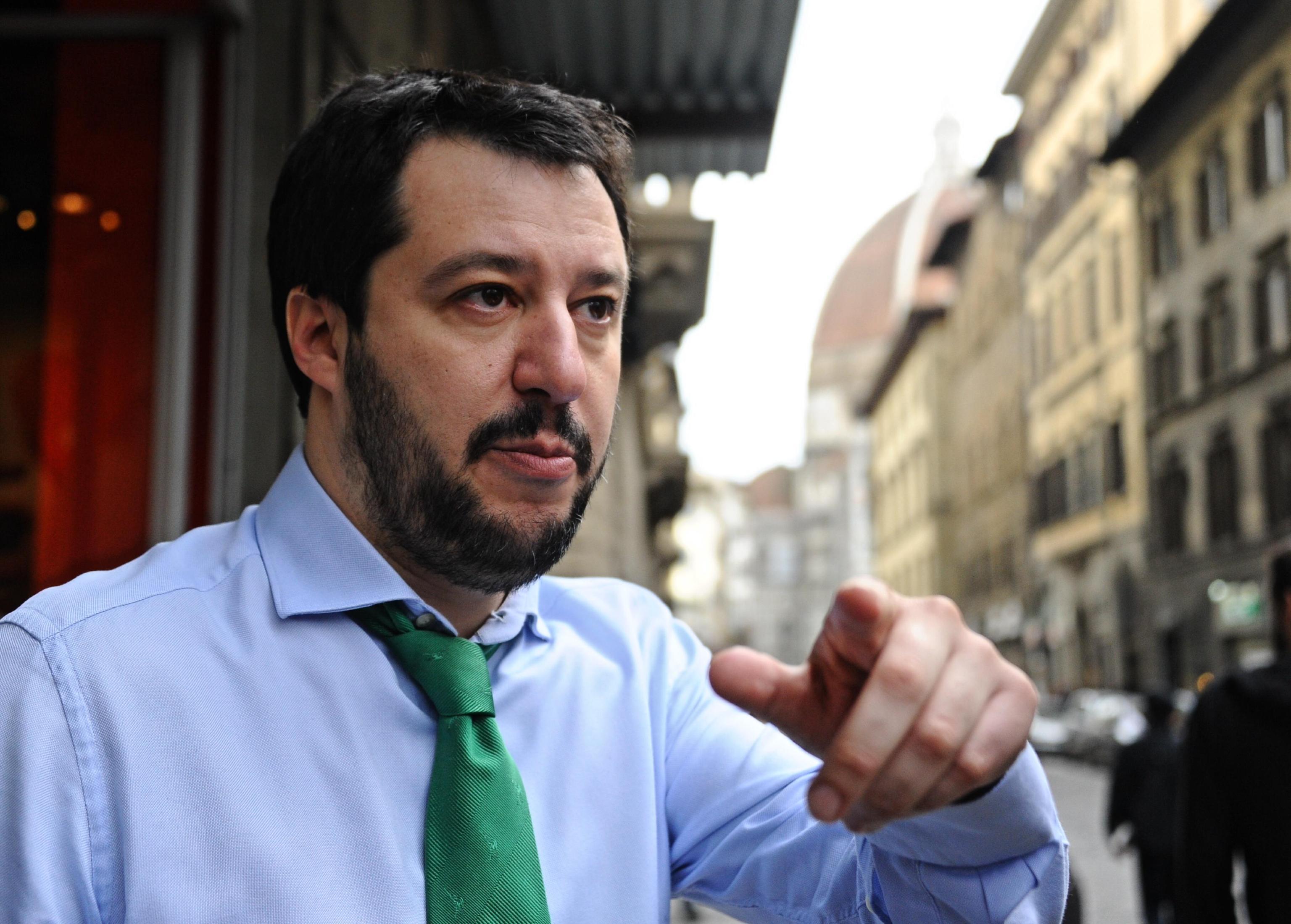 La lega riparte dai referendum un quesito sull 39 abolizione for Lista politici italiani