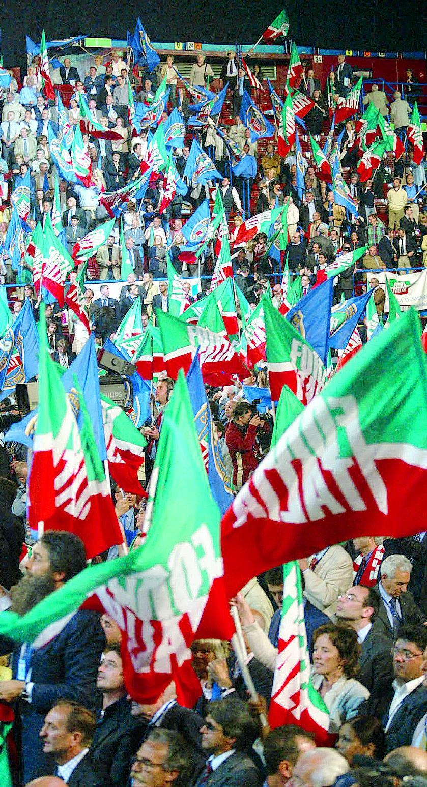 La carica dei lombardi ai vertici di forza italia ecco for Senatori di forza italia