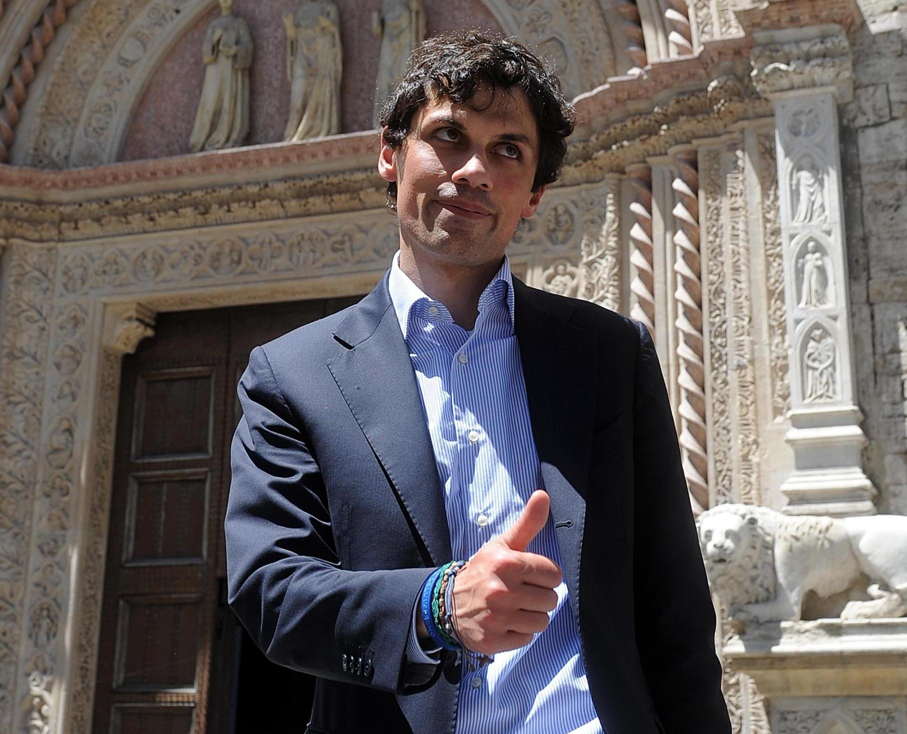 """Sindaco dà le case agli italiani. La Cgil insorge: """"Prima i migranti"""""""