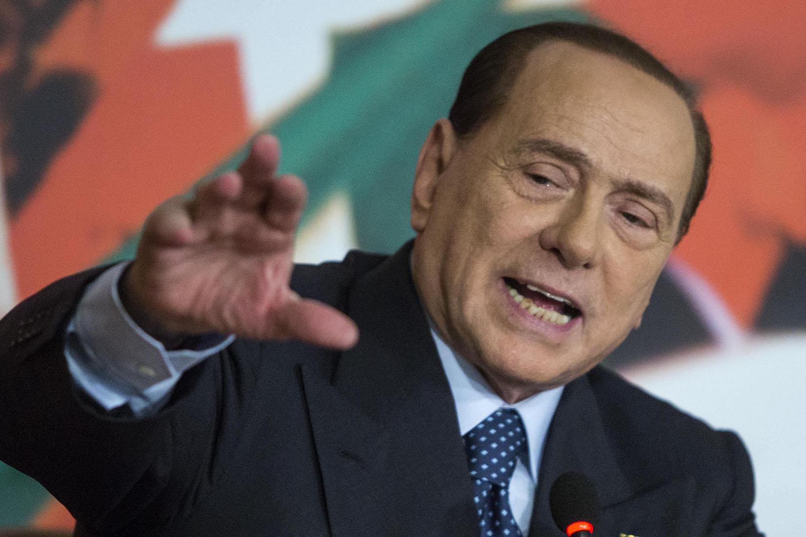 """Referendum, il Cav asfalta Renzi: """"È meglio come presentatore tv"""""""