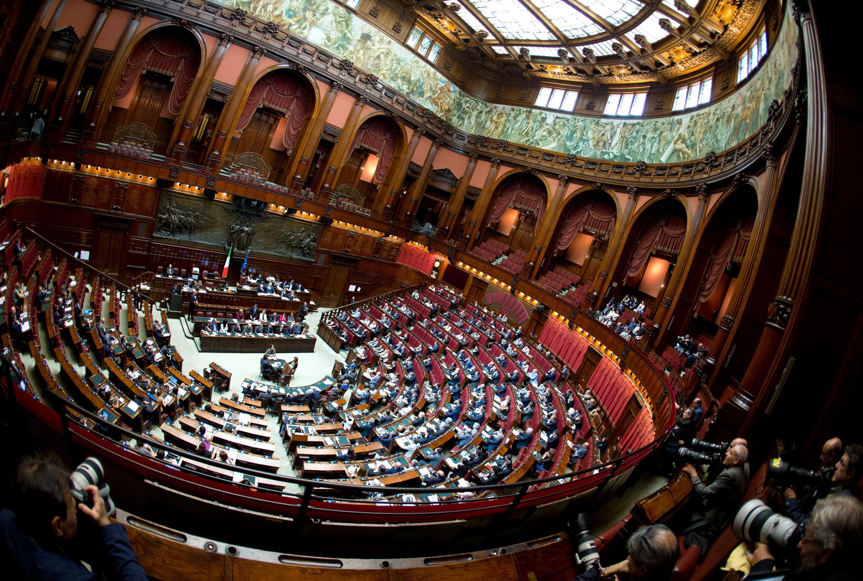 Vogliono tagliare le pensioni ma salvano quelle dei deputati for Diretta dal parlamento