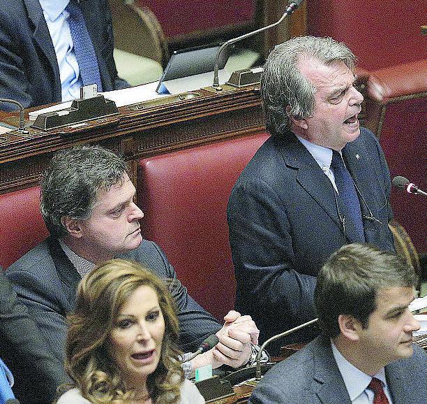 Bagarre alla Camera: lite tra Renzi e Brunetta