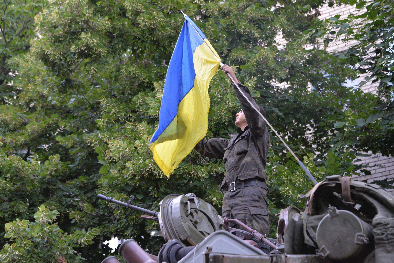 Sulla roccaforte filo russa sventola bandiera ucraina ...