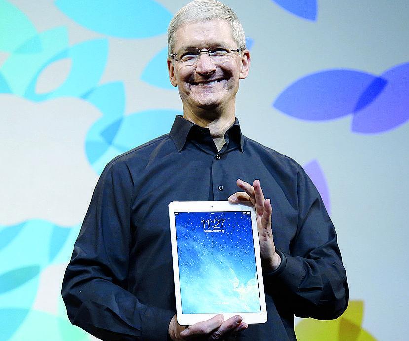 """Apple, Tim Cook contro l'Ue: """"È una schifezza politica"""""""
