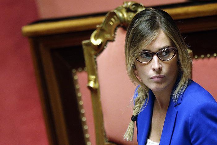 L 39 urlo delle nuove donne pd lasciateci essere anche belle for Parlamentari donne del pd