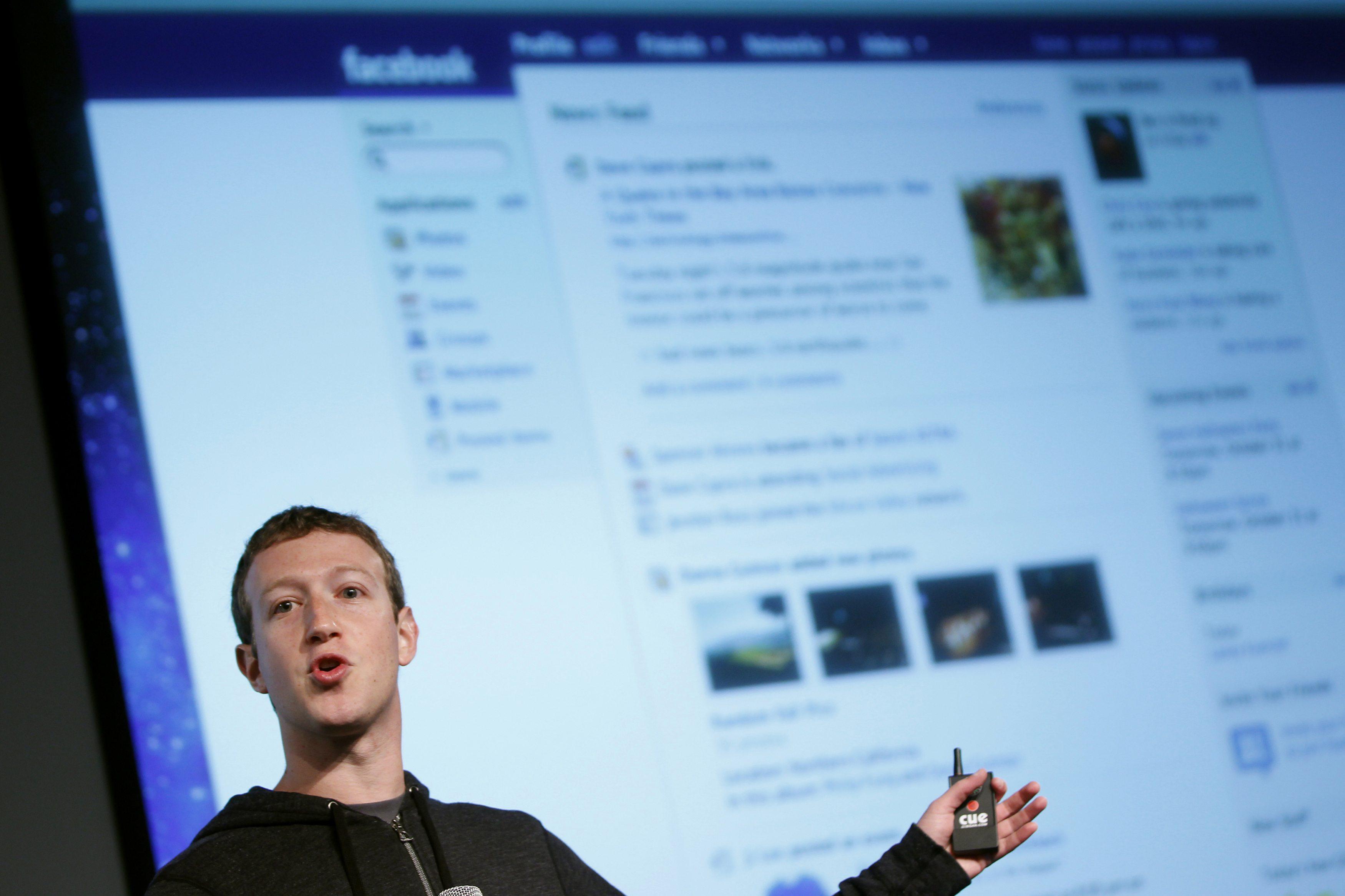 Facebook inaugura il suo circolo letterario Ecco il primo libro