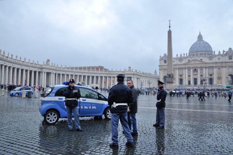 Dopo gli attacchi terroristici di parigi cresce la paura for Polizia di stato roma permesso di soggiorno