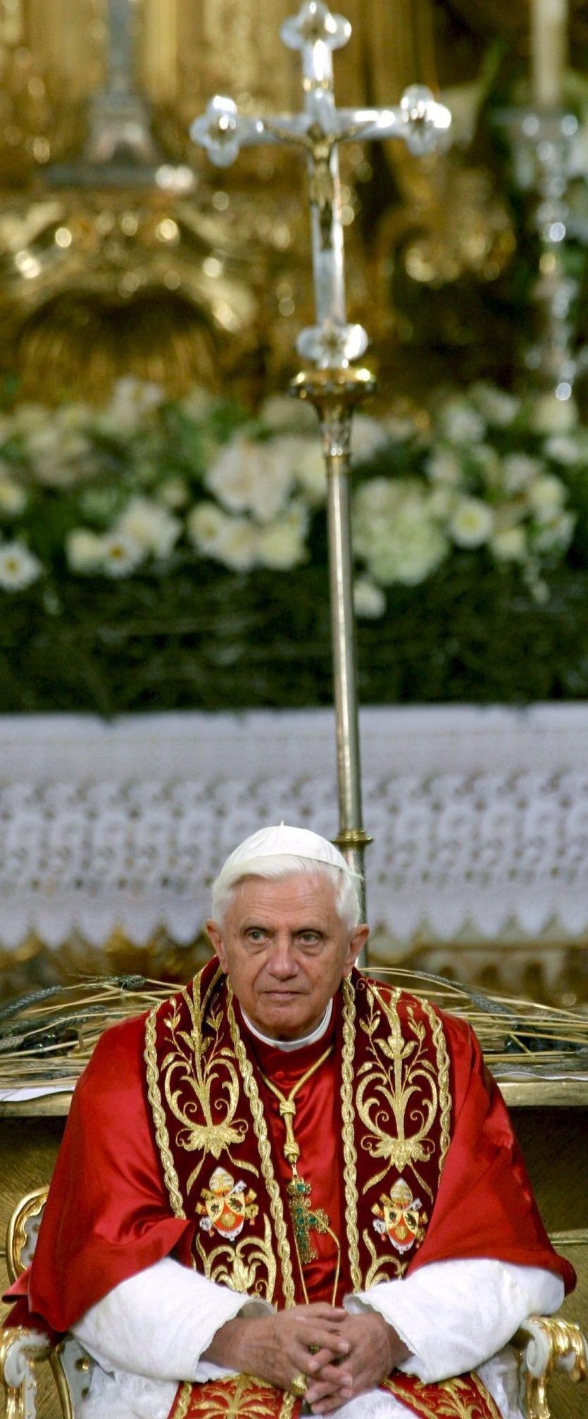 """Le confessioni intime di Ratzinger: """"La rinuncia, Bergoglio e la morte"""""""