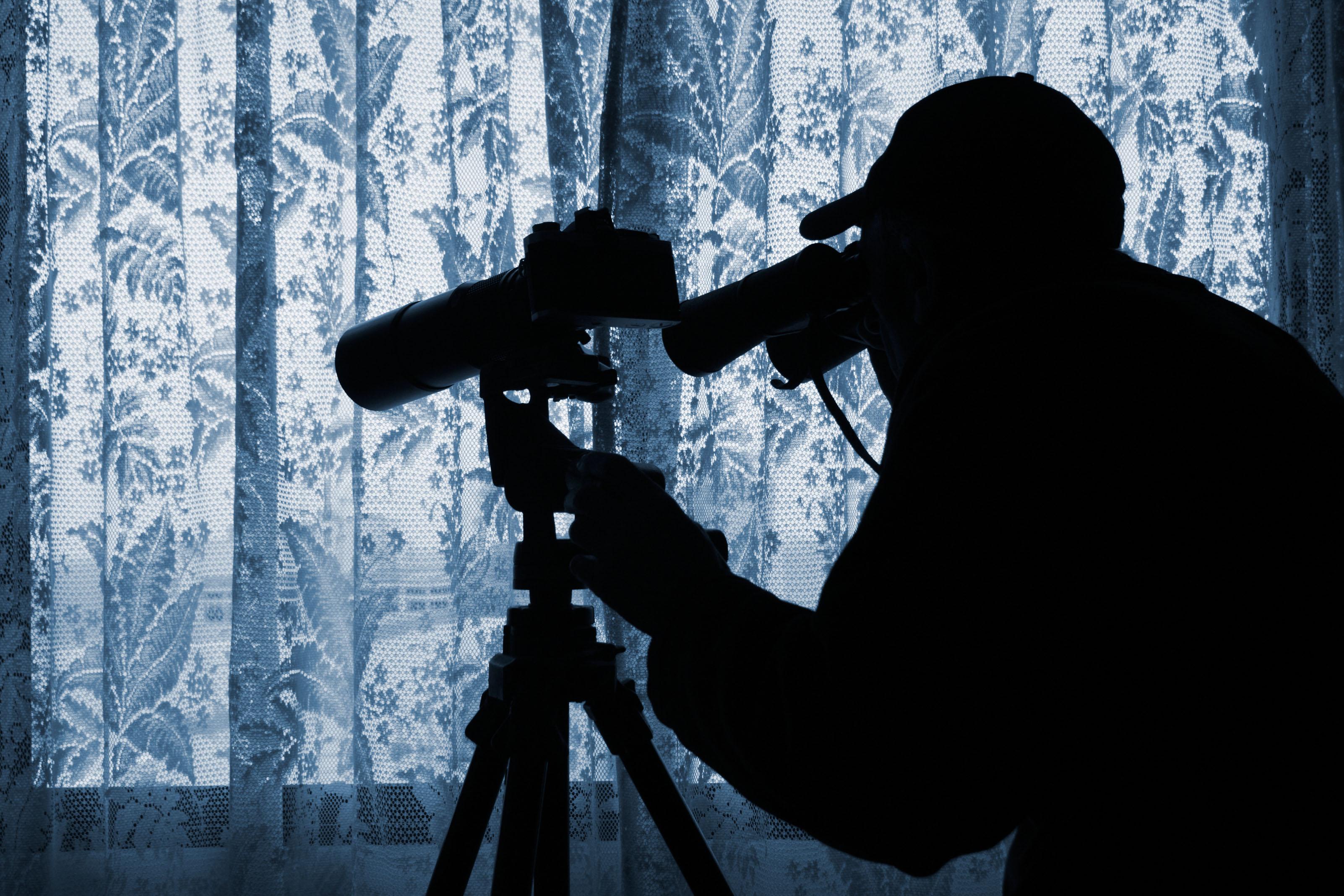 La rete di cyberspionaggio a Roma: dossier su politici e imprenditori