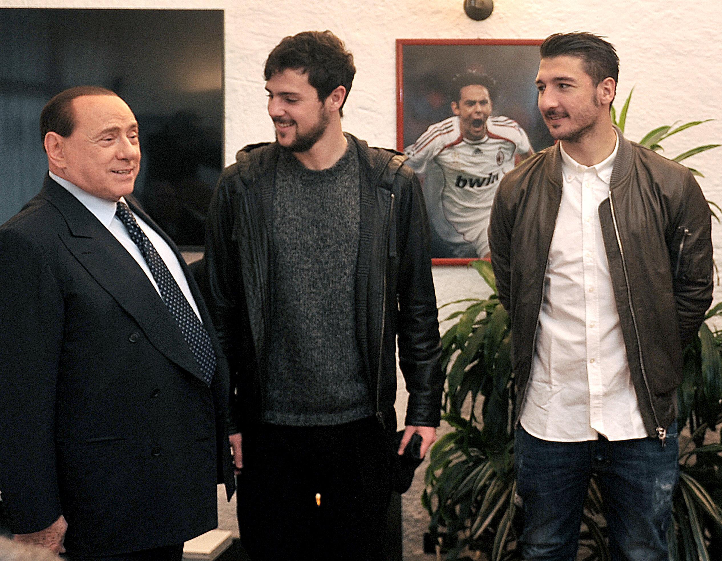 Berlusconi disegna il futuro un milan giovane e italiano for Mercato del mobile usato milano