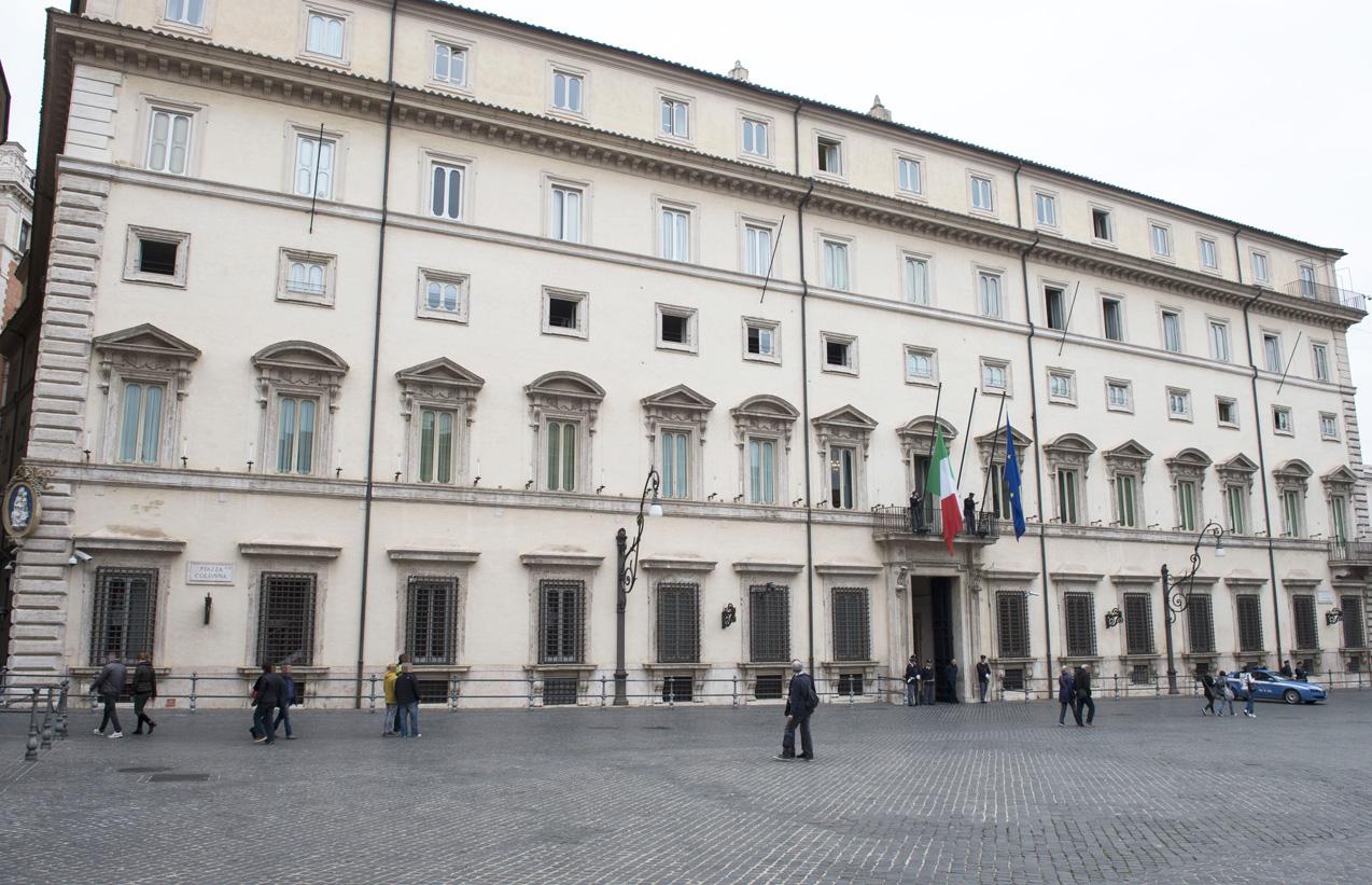 Così Renzi vuol far cassa sulle frequenze radiotv