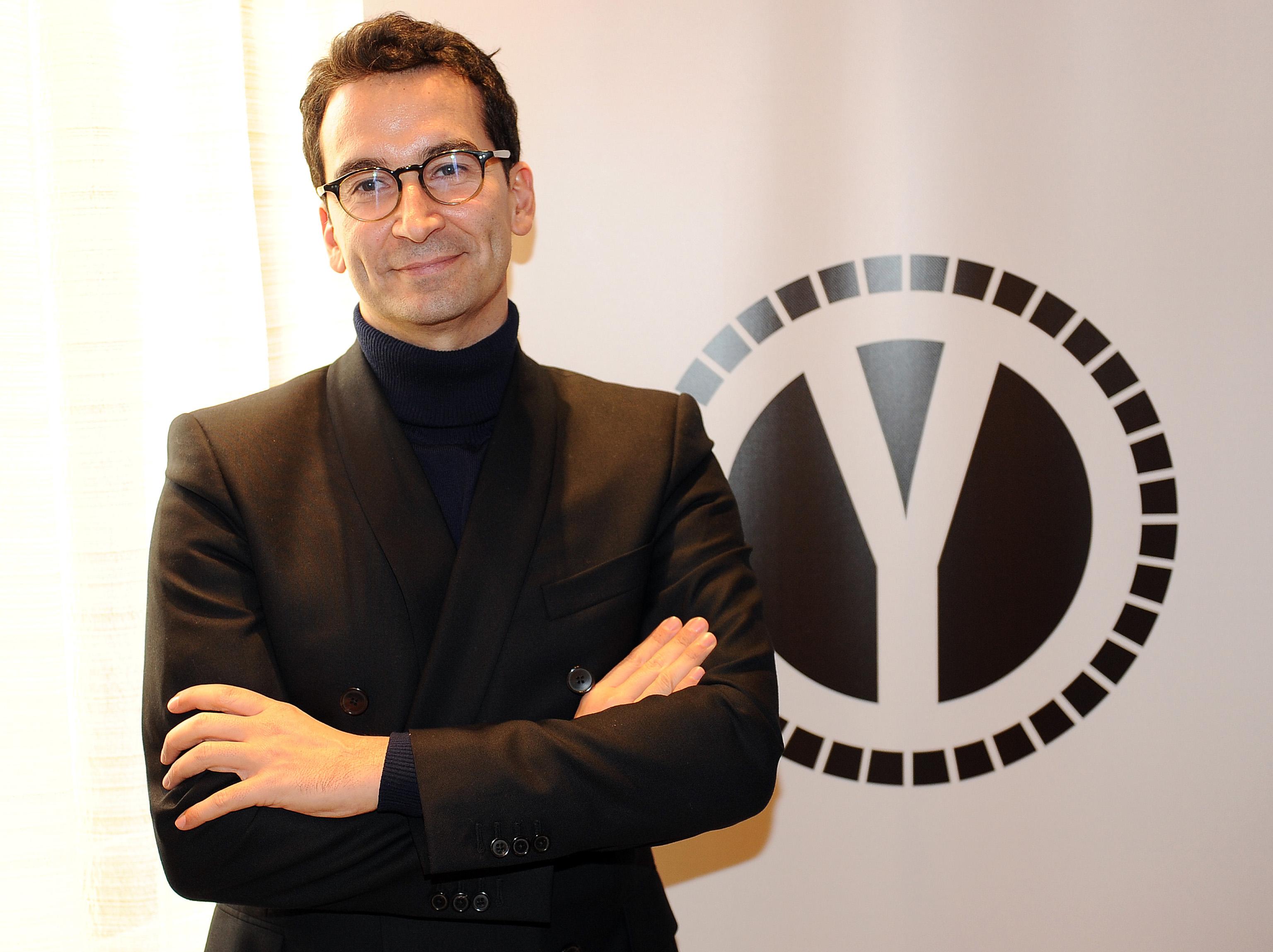 c 39 l 39 accordo nasce yoox net a porter. Black Bedroom Furniture Sets. Home Design Ideas