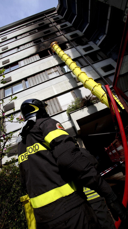 Scoppia il rogo in casa madre e figlia bruciate a causa for Invertire piani di una casa di una storia e mezzo