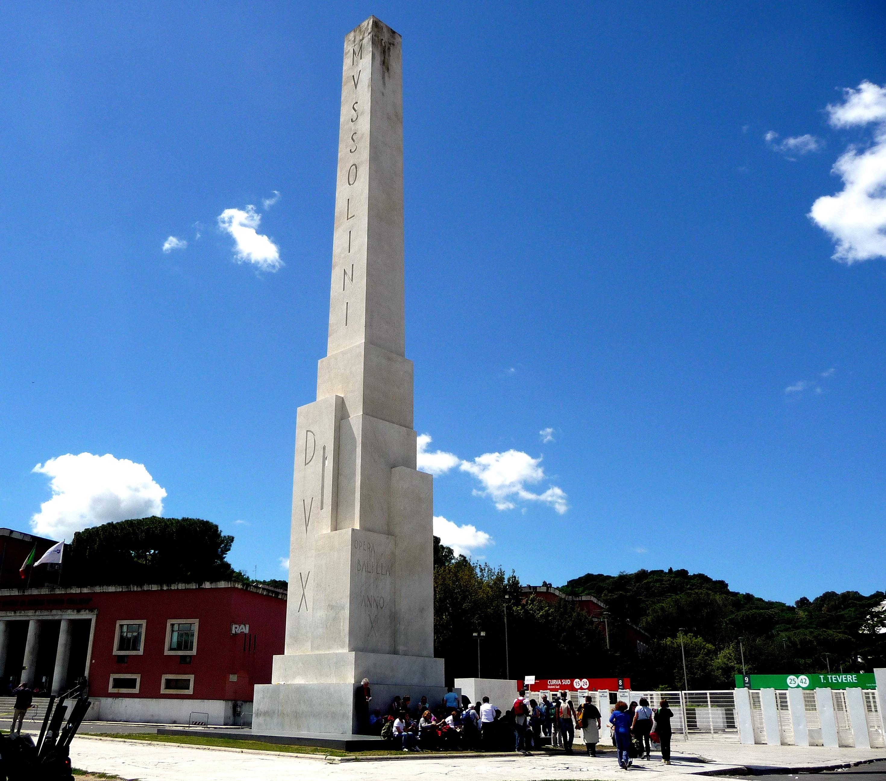 Un messaggio di Mussolini nell'obelisco